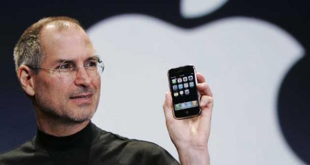 Steve Jobs lancia il primissimo iPhone